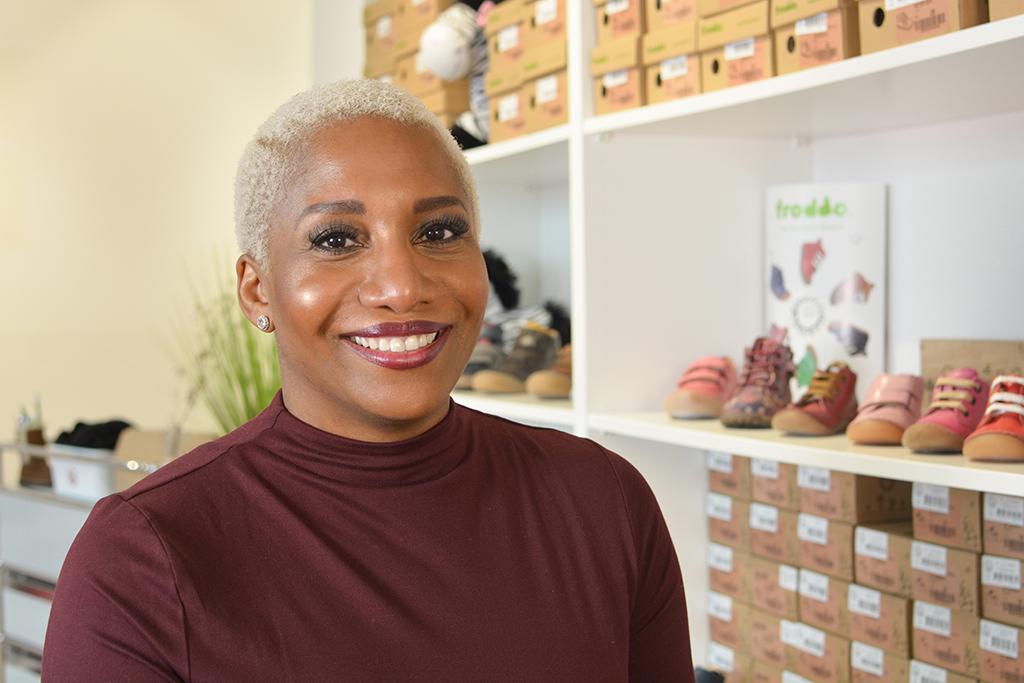 """Glückliche Gründerin im Nebenerwerb: Yvonne Erdmann hat sich mit """"Lucky Feet"""" einen Traum erfüllt."""