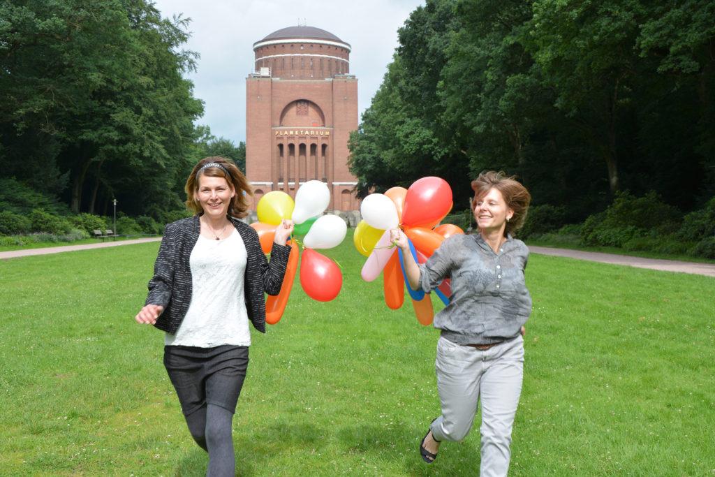 Die beiden Gründerinnen von kindergeburtstag.events planen perfekte Geburtstage für Kinder