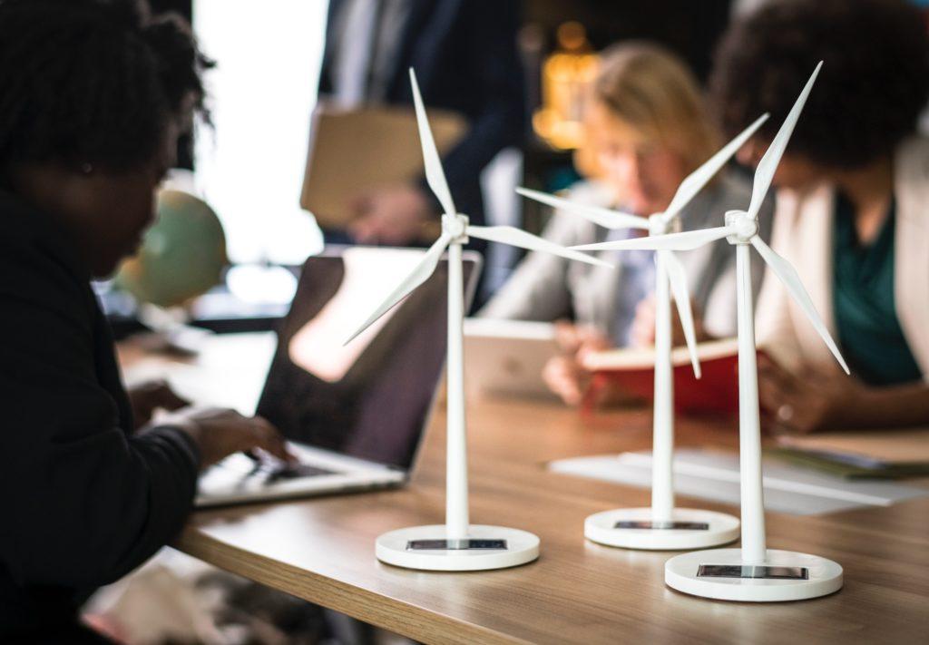 Der Markt für erneuerbare Energien entwickelt sich weiter. Foto: rawpixel via Unsplash